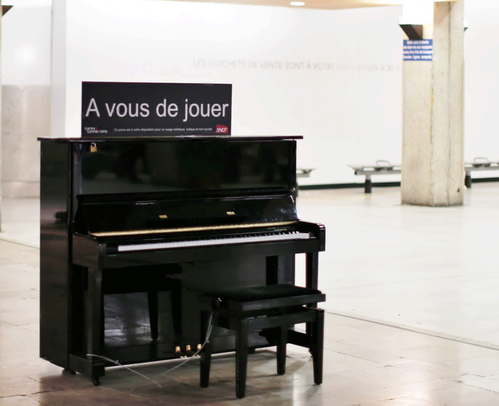 Street-Piano--Paris-Montparnasse