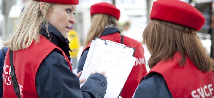 "Des gilets rouges ""SNCF assistance"" en gare"